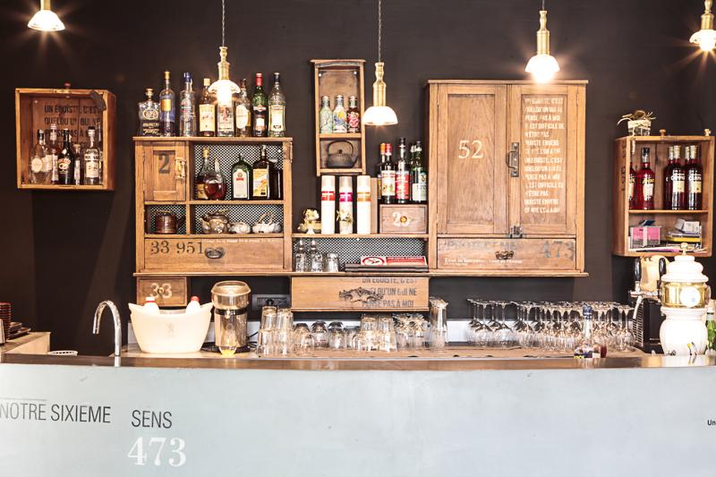 Arredamento Bar Stile Vintage : Vista della sala con pezzi di arredamento vintage bar club in